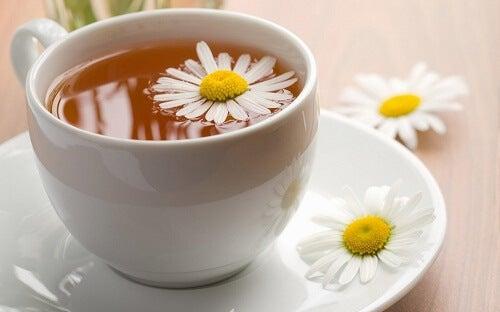 Ceaiul de mușețel combate insomnia
