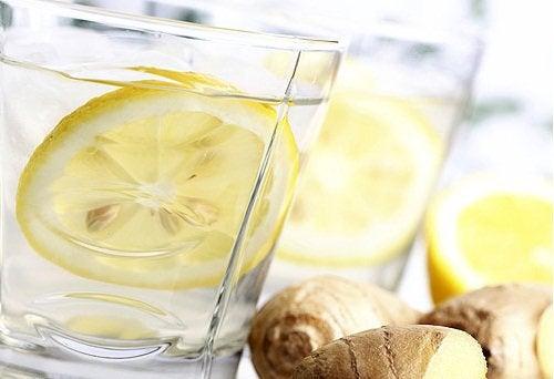 Limonada cu castravete, lămâie și ghimbir