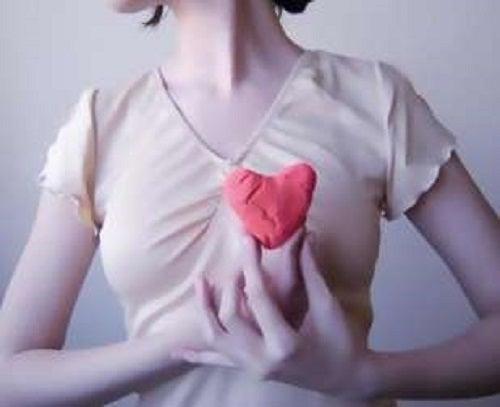 Simptomele aritmiilor cardiace la femei