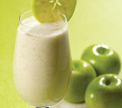 Smoothie din fulgi de ovăz și mere verzi