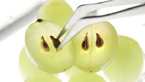 Tratamente pentru pielea din jurul ochilor cu struguri