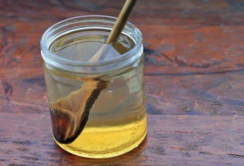 Apa cu miere este o băutură foarte sănătoasă