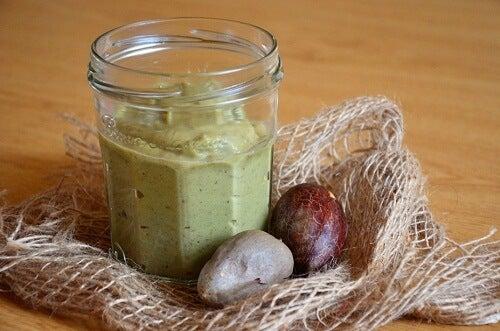 Avocado, pastă de avocado, sâmburi