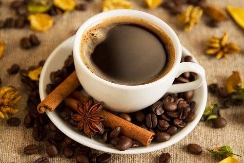 cafeaua neagră ajută la pierderea de grăsime