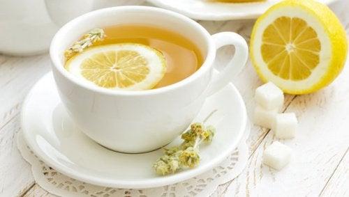 Ceai natural cu coajă de lămâie
