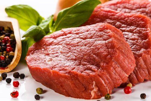 Carnea roșie nu ne este recomandată petru cină