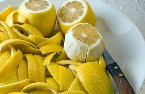 Coaja de lămâie tratează durerile articulare