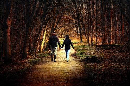 Cuplu care știe cum să fii fericit în fiecare zi