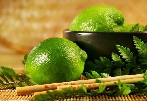 Poți să îți cureți bronhiile cu ceai de frunze de lime