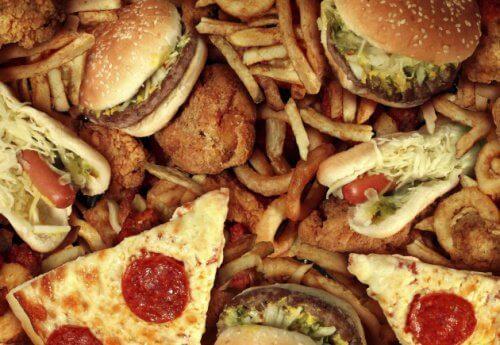 Alimente fast food rele pentru colon