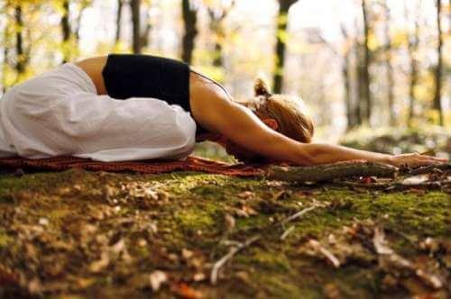 Femeie care face yoga
