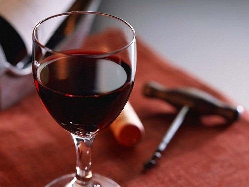 Menținerea tinereții cu puțin vin roșu