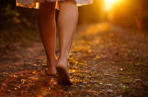 Mersul pe jos relaxează mintea