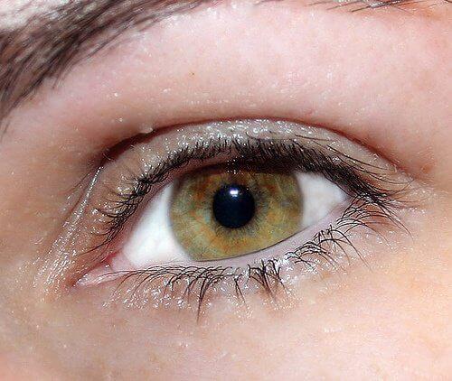 Ochii luminoși sunt clari