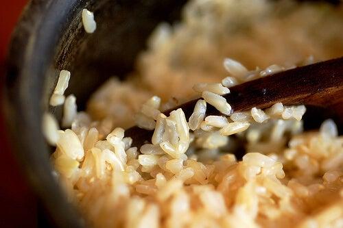 Orez brun potrivit într-o dietă pentru un corp tonifiat