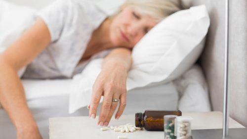 Pacientă luând medicamente