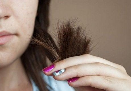 Păr mai des fără vârfuri despicate
