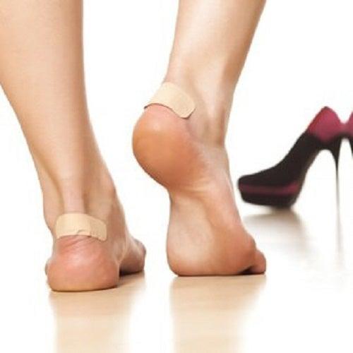 Picioare cu calusuri sub bandaje