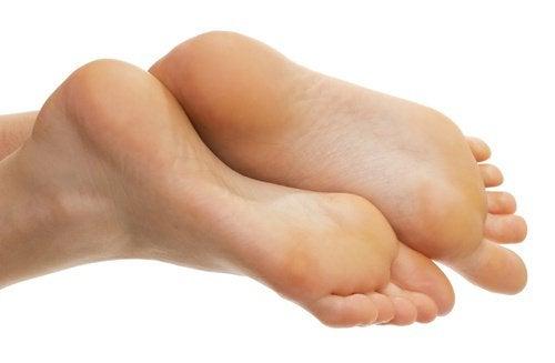 Picioare frumoase cu bătăturile eliminate