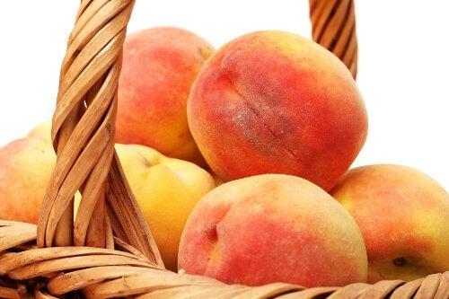 Piersicile pe lista de fructe pentru tratarea gastritei
