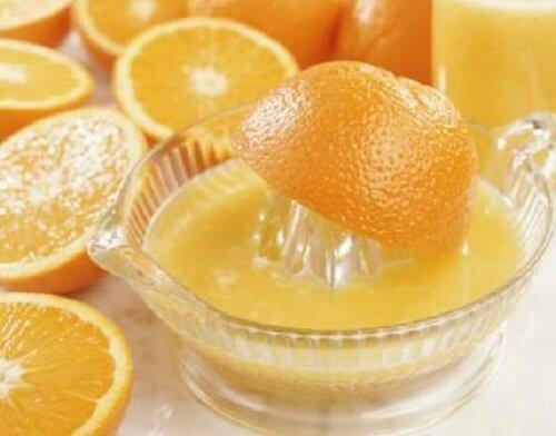 Portocale pe lista de fructe benefice pentru sănătatea tenului
