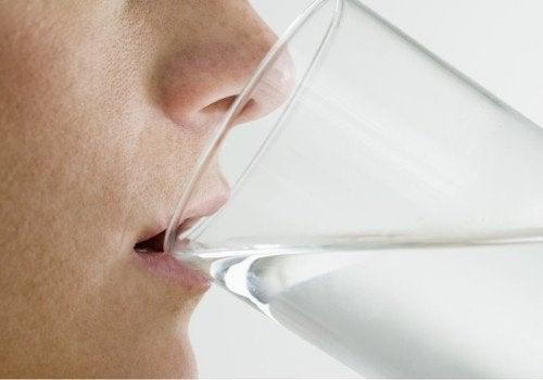 Bea multă apă dacă ții post negru