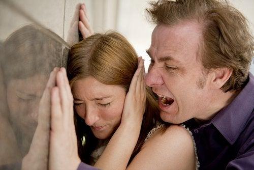 Relații toxice cu familia