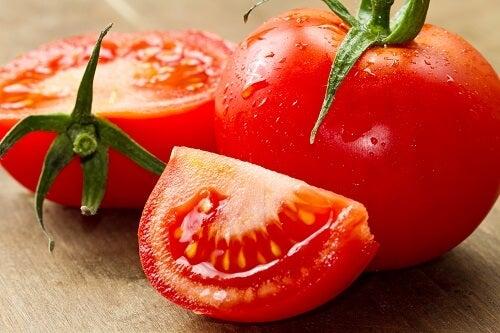 Roșiile sunt alimente care topesc grăsimile