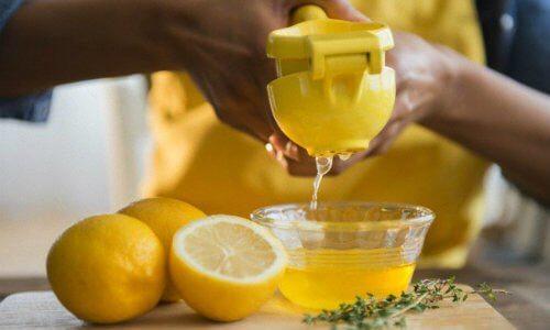 Soluții eficiente împotriva sforăitului precum remedii cu lămâie