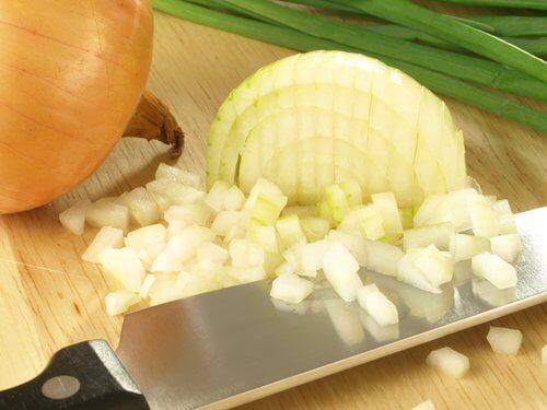 Soluții pentru reglarea glicemiei precum consumul de ceapă