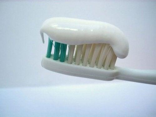 Tuburile pastei de dinți nu indică prezența de produse medicinale