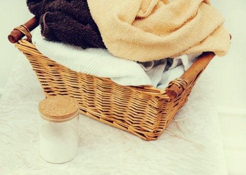 Utilizările bicarbonatului de sodiu pentru haine