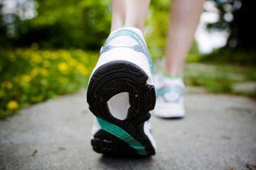Puțin jogging te ajută să arzi 600 de calorii pe zi