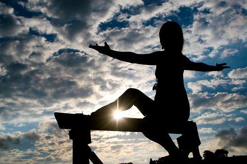 Tratează artrita reumatoidă făcând yoga