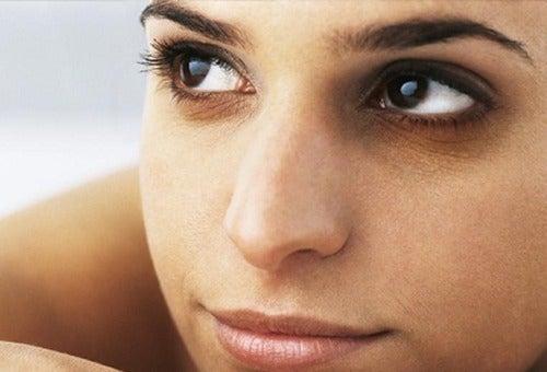 Beneficiile cafelei pentru frumusețe și pentru cearcăne