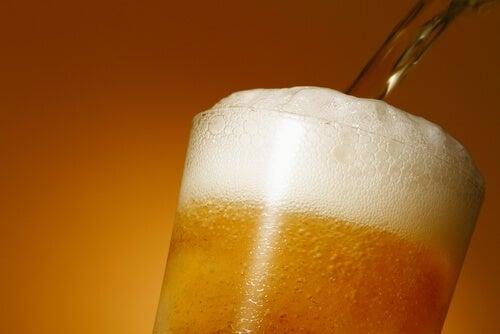 Pahar de bere cu spumă