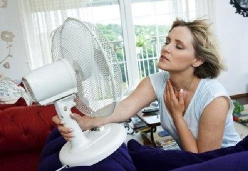 Bufeurile la menopauză