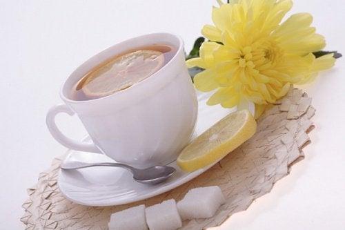 Ceai de lamaie cu coaja