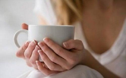 Cele mai bune 3 ceaiuri medicinale pentru seară
