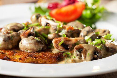 Ciupercile sunt alimente care nu trebuie reîncălzite