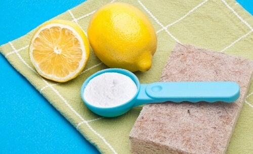 Curățarea casei se poate face cu produse naturale