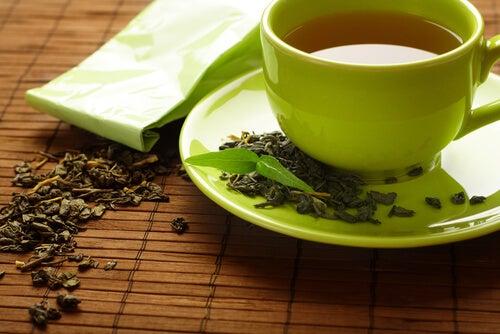 Ceaiul verde ameliorează degetele umflate