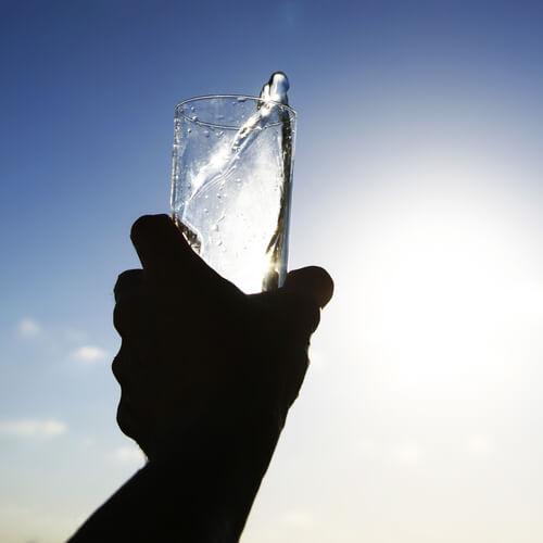Deshidratarea pe lista de obiceiuri ce afectează rinichii