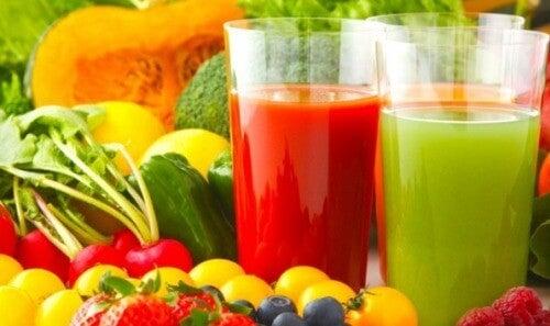 Detoxifierea organismului este favorizată de anumite sucuri