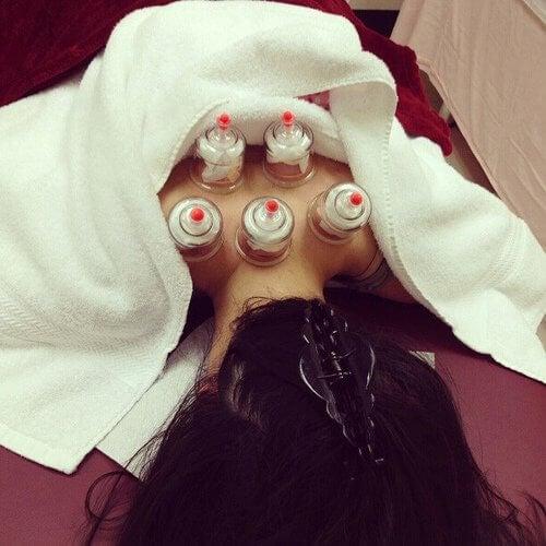 Un masaj cu ventuze poate ameliora durerile de spate