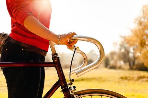 Mersul pe bicicletă este unul dintre cele mai simple exerciții