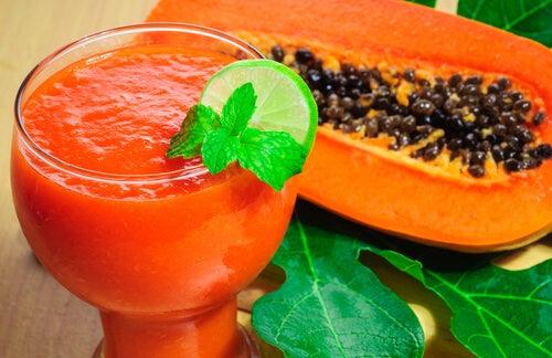 Sucul de papaya te poate ajuta să arzi grăsimi