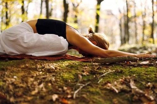 Yoga poate ameliora hernia hiatală