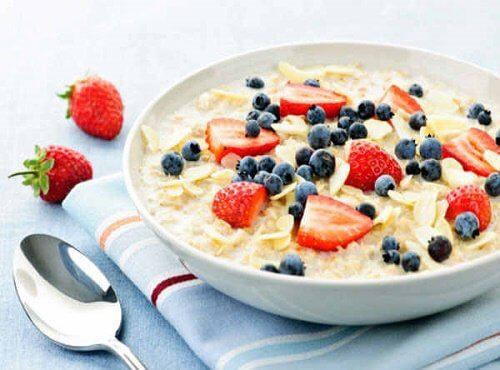 Idei pentru micul dejun cu ovăz și fructe