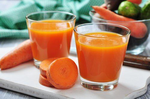 Suc de morcovi care face parte din diete alcaline